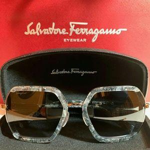 Salvatore Ferragamo Sunglass Style 901S